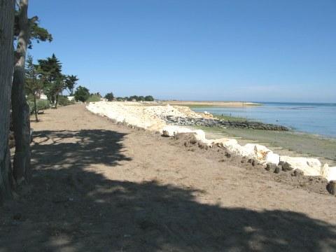 Île d'Oléron St. Denis beach wall