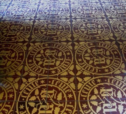 Floor tiles with insignia Hospices de Beaune