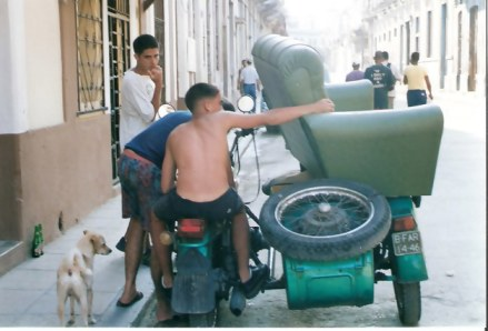 Havana Carrying armchair on a motorcycle side car