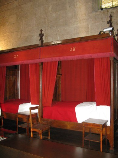 Hospital-bed-Hospices-de-Beaune