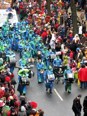 Mainz Carnival Parade Rosenmontag blue band