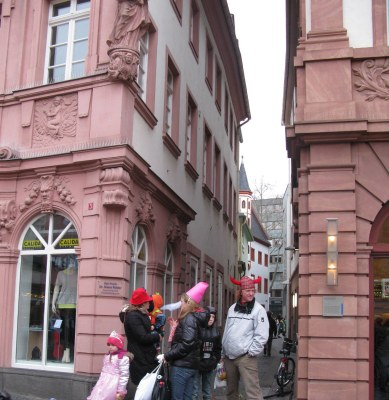 Mainz Carnival family en route
