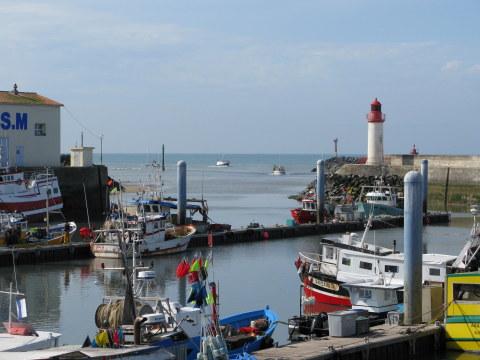 Île d'Oléron port of La Cotinière fishing boats returning